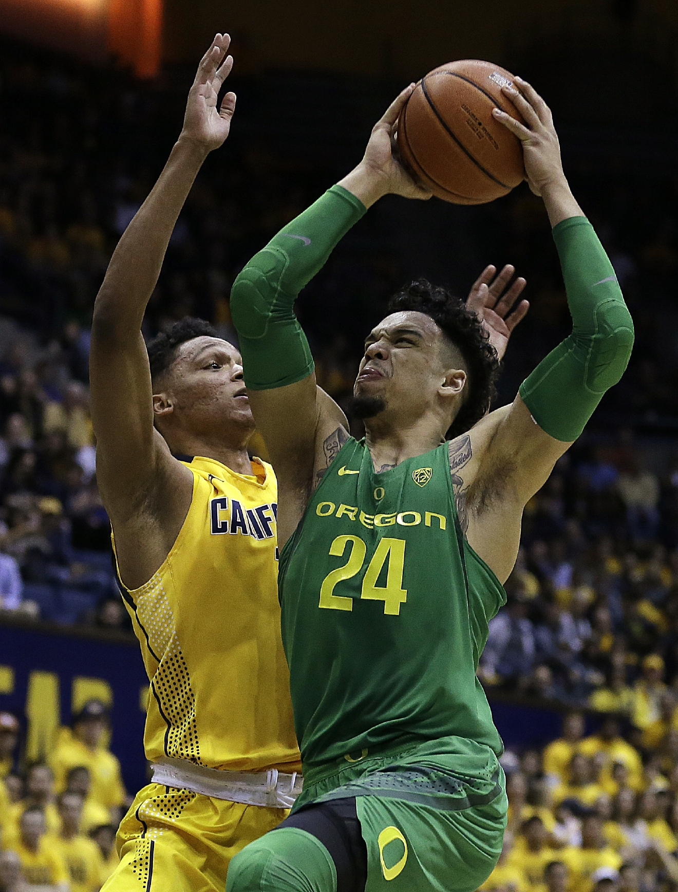 Oregon's Dillon Brooks (24) shoots against California's Ivan Rabb, left, in the first half of an NCAA college basketball game Wednesday, Feb. 22, 2017, in Berkeley, Calif. (AP Photo/Ben Margot)