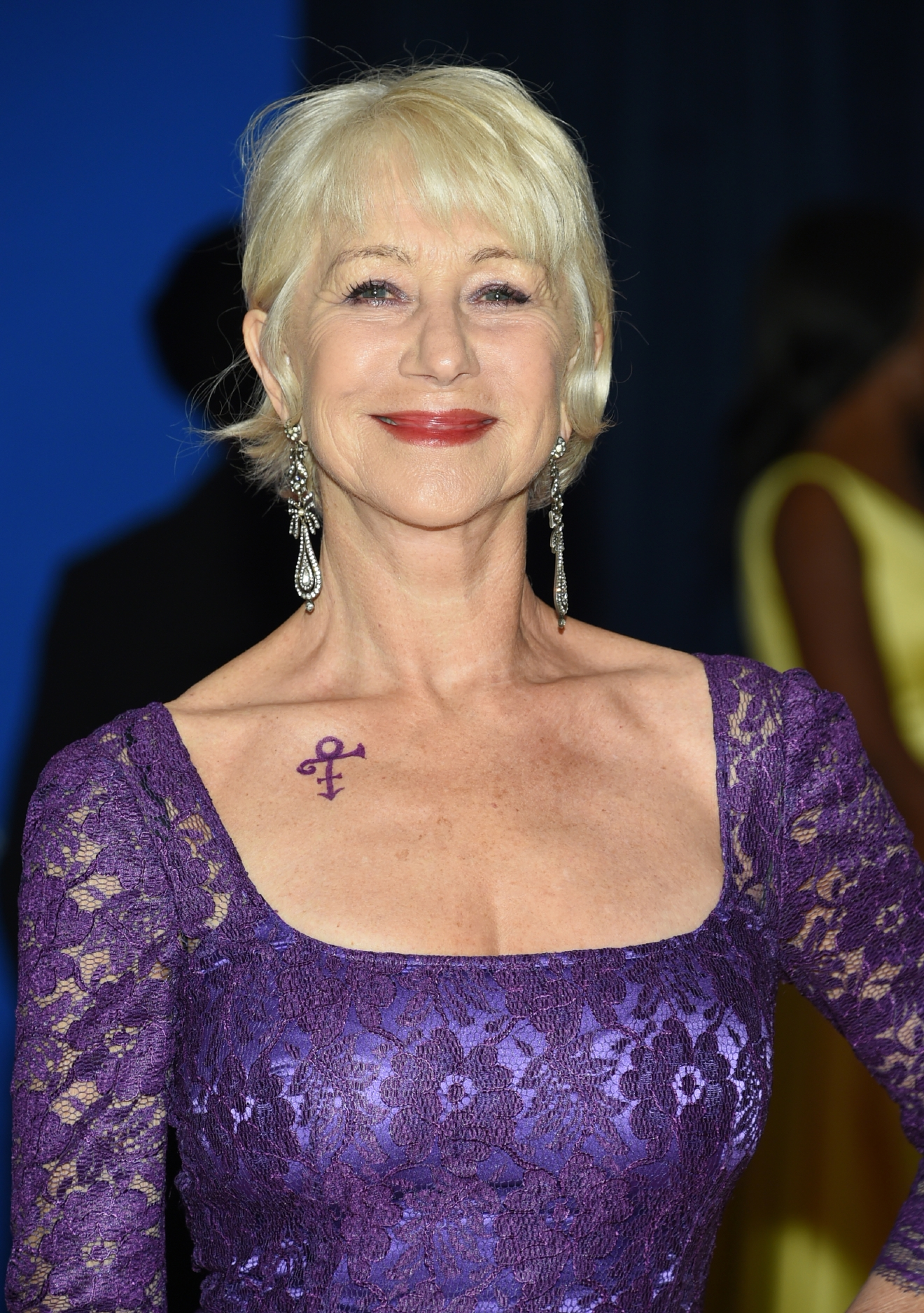 Helen Mirren arrives at the White House Correspondents' Association Dinner at the Washington Hilton Hotel, Saturday, April 30, 2016, in Washington. (Photo by Evan Agostini/Invision/AP)