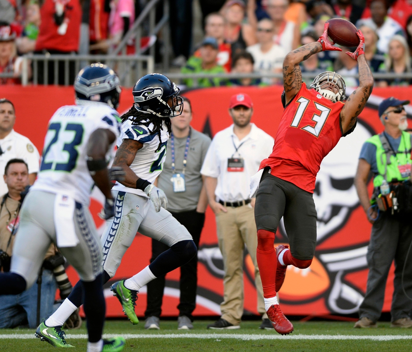 Tampa Bay Buccaneers wide receiver Mike Evans (13) catches a 23-yard touchdown reception in front of Seattle Seahawks cornerback Richard Sherman (25) and free safety Steven Terrell (23) during the first quarter of an NFL football game Sunday, Nov. 27, 2016, in Tampa, Fla. (AP Photo/Jason Behnken)