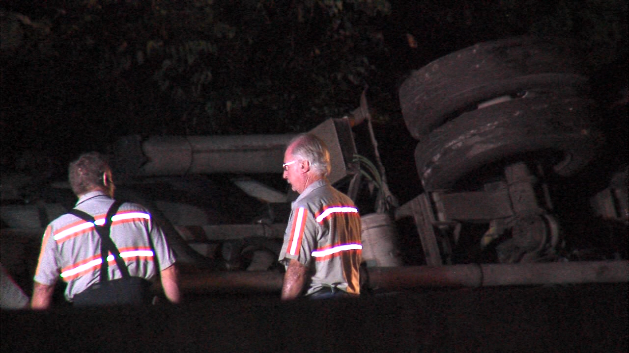 Tractor-trailer jackknifes on I-20, shutting down east-bound lanes for hours overnight. Credit abc3340.com.