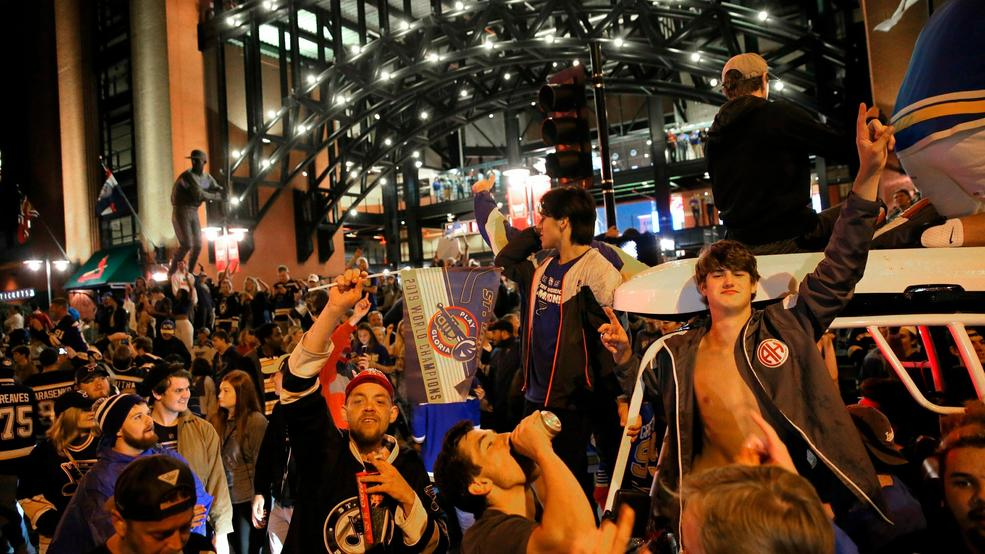 6b9b8ac4bc6 Watch: St. Louis Blues celebrate Stanley Cup win with victory parade ...