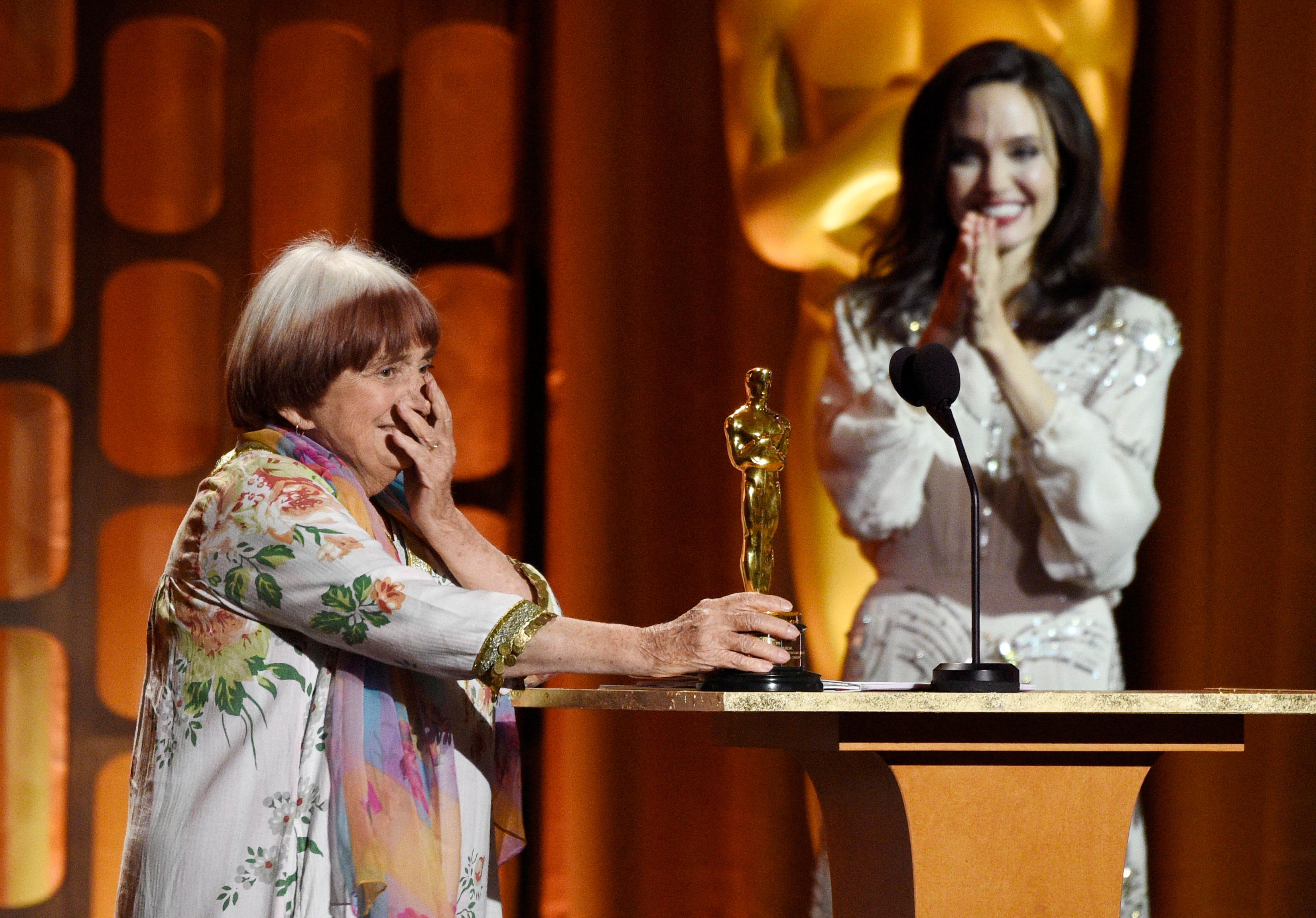 French director Agnes Varda, left, reacts to receiving an honorary Oscar as presenter Angelina Jolie looks on at the 2017 Governors Awards at The Ray Dolby Ballroom on Saturday, Nov. 11, 2017, in Los Angeles. (Photo by Chris Pizzello/Invision/AP)