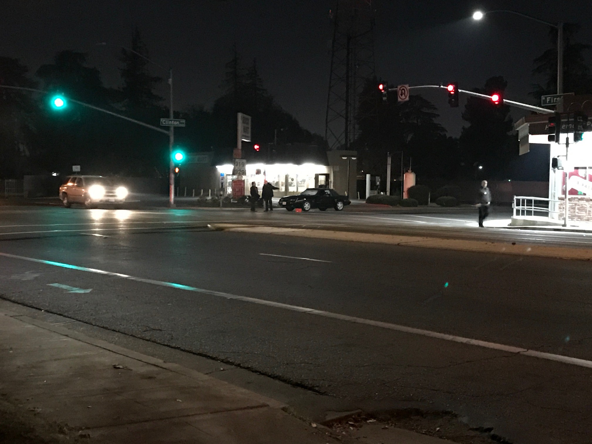 1 dead after shooting in Central Fresno. (FOX26 News)