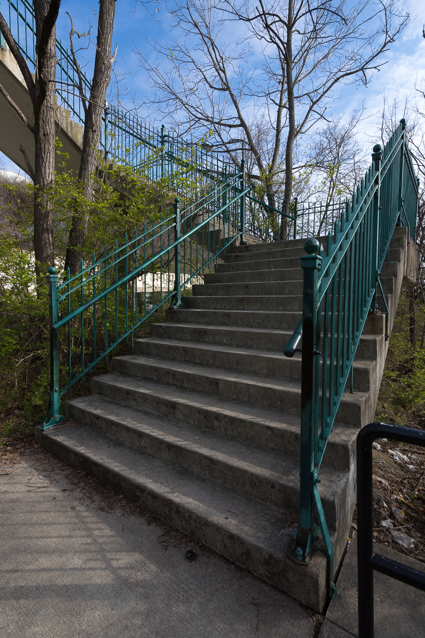 The stairs climb upward near the top of the hill to connect to a pedestrian bridge over Columbia Parkway. / Image: Phil Armstrong, Cincinnati Refined // Published: 4.13.18