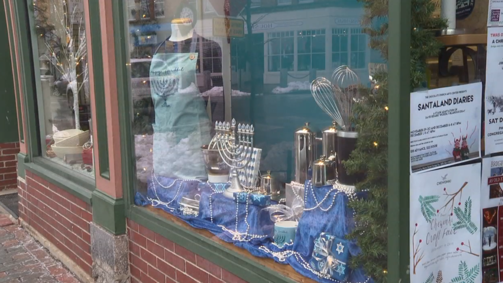 Bath businesses get into holiday spirit with window ...