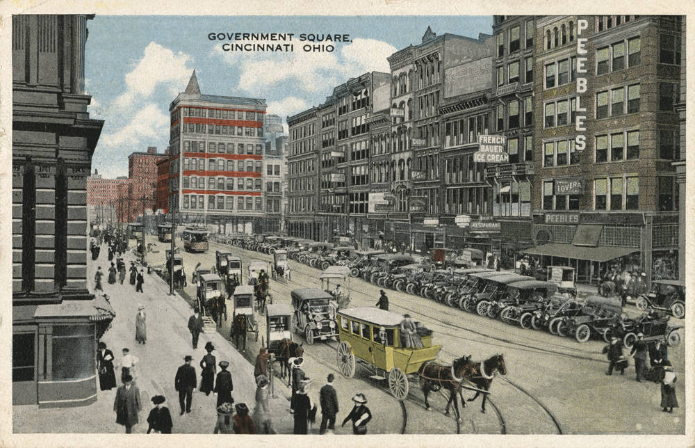 A postcard from around 1916 shows both cars and horse-led carriages parked on Government Square. The view looks southeast. / From the collection of the Public Library of Cincinnati and Hamilton County - Paul F. Bien postcard collection / Image courtesy of the Public Library of Cincinnati and Hamilton County // Published: 9.27.18