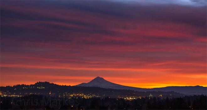 Mt. Hood sunrise -- (Photo: YouNews contributor: Markesc)