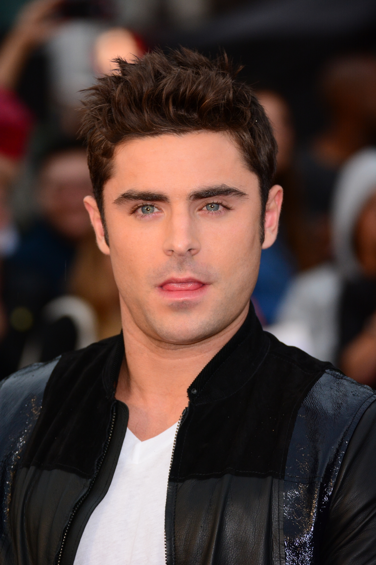 PHOTOS: Zac Efron is s...