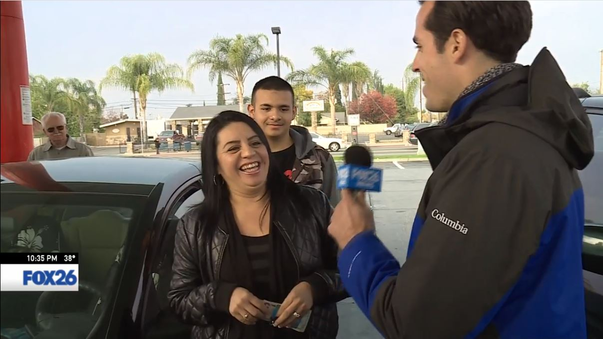 FOX26 Sports Reporter Nick King surprises a woman about to pay for gas in Fresno.