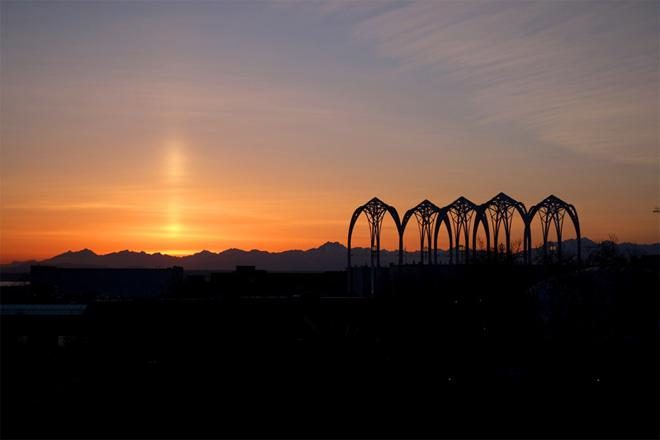 Sun pillar shines over setting sun as seen from Seattle. (Photo: Dan Lewis)