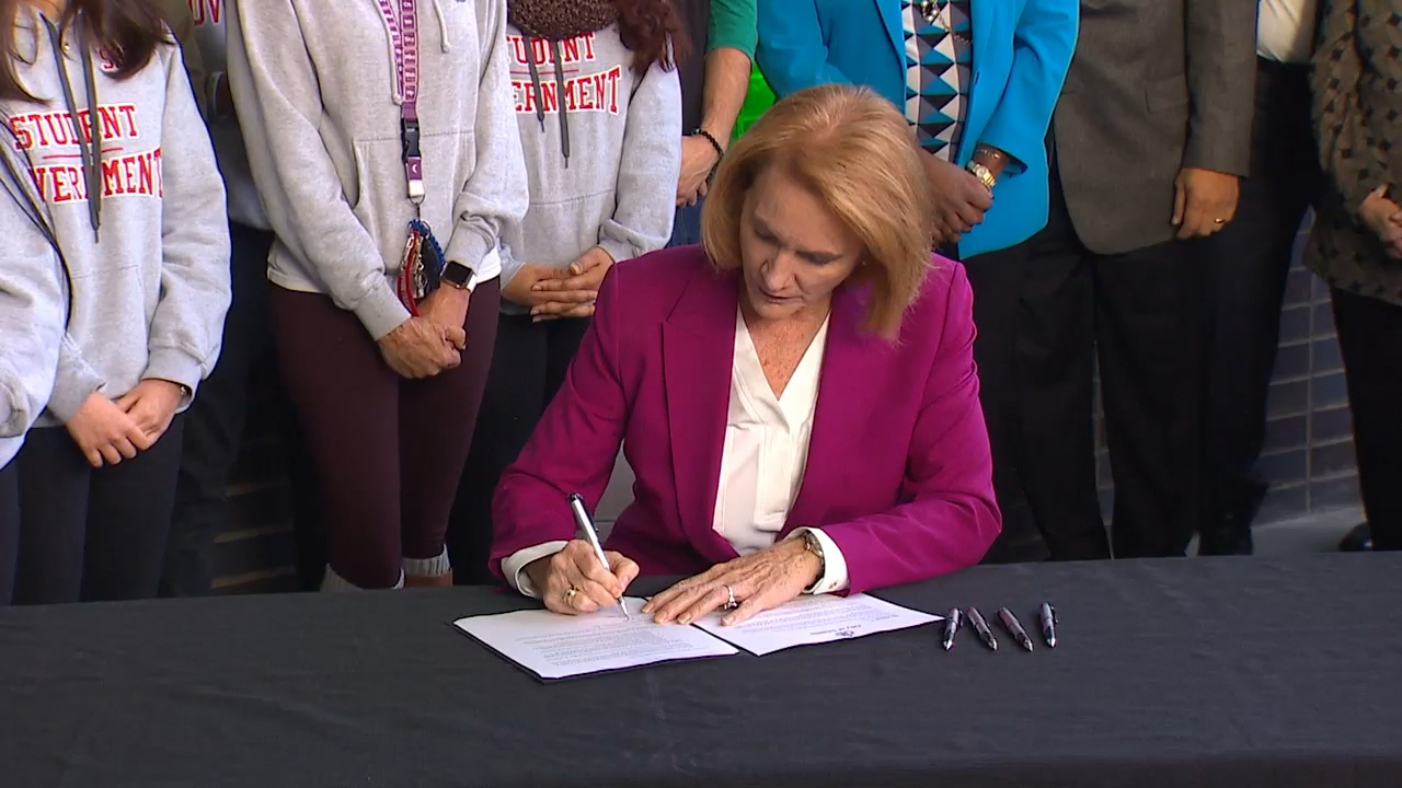 On Wednesday Mayor Jenny Durkan  signed an Executive Order creating the Seattle Promise College Tuition Program. (Photo: KOMO News)