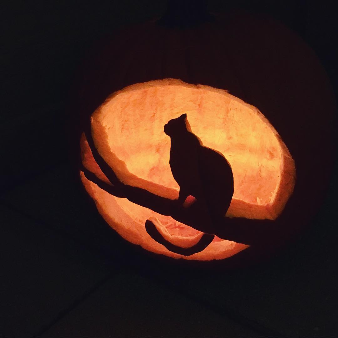 "IMAGE: IG user @rayrayb19 / POST: ""This year's pumpkin carving shenanigans"" / PUBLISHED: 10.21.16"