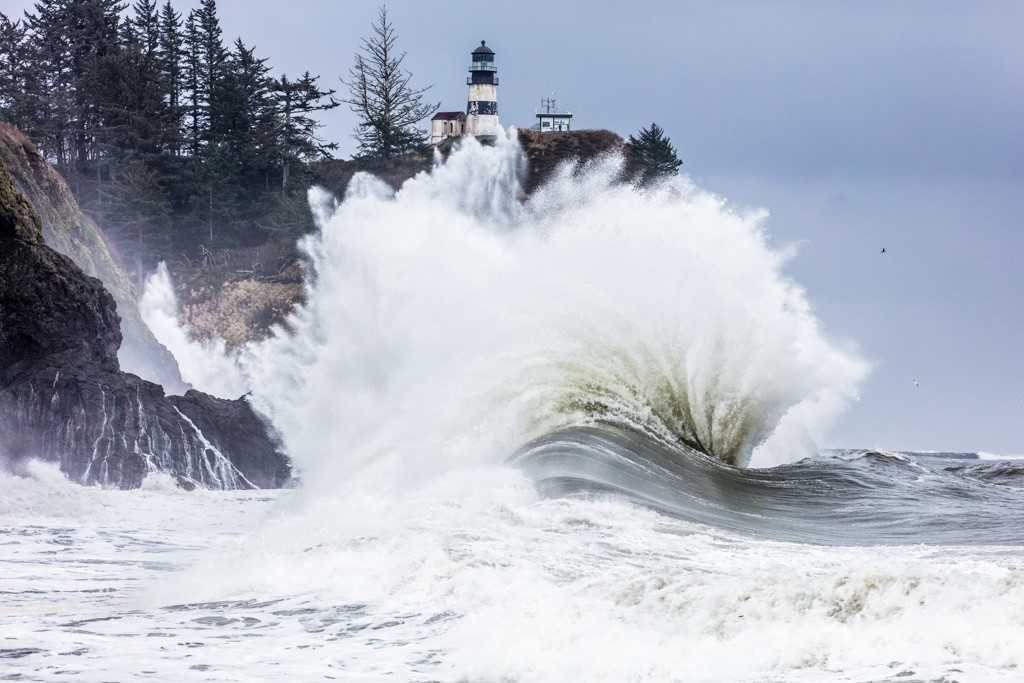 Huge waves crash into Cape Disappointment on Jan. 18, 2018 (Photo: Dave Steckler)