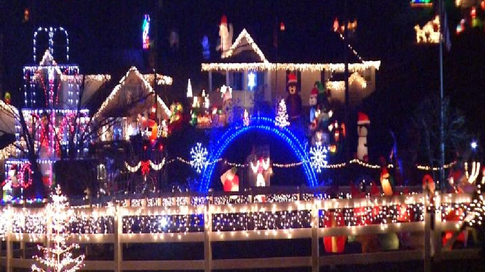 Elkview light displays bringing holiday cheer to many families | WCHS