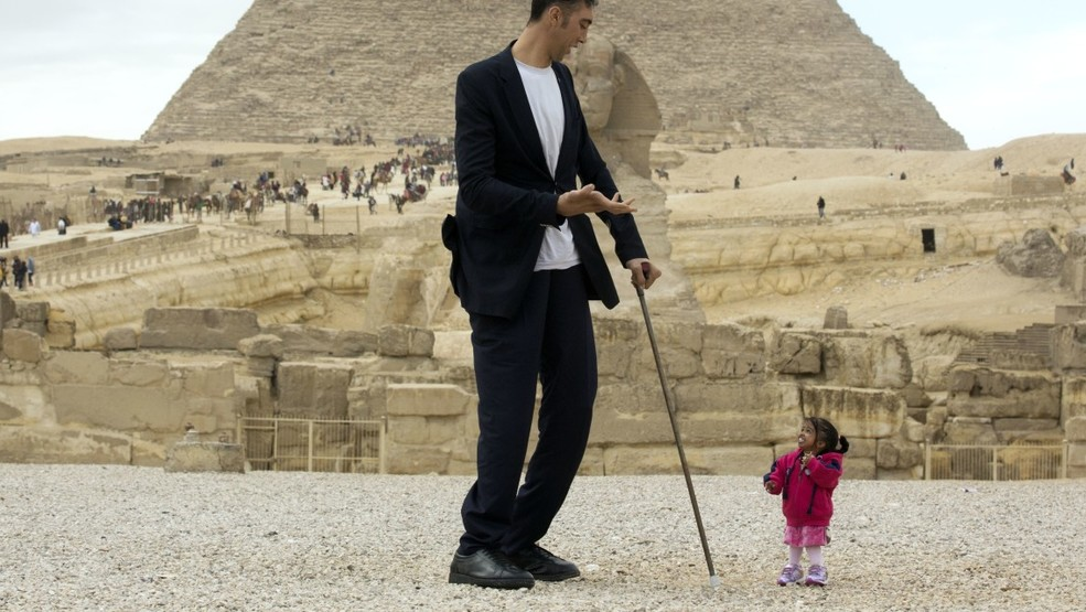 worlds tallest man meets worlds smallest woman for