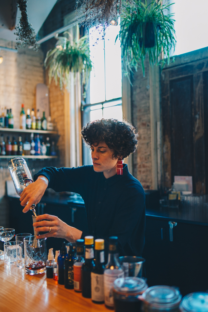 Liz Wolf crafting some cocktail magic /{ } Image: Catherine Viox // Published: 10.23.18