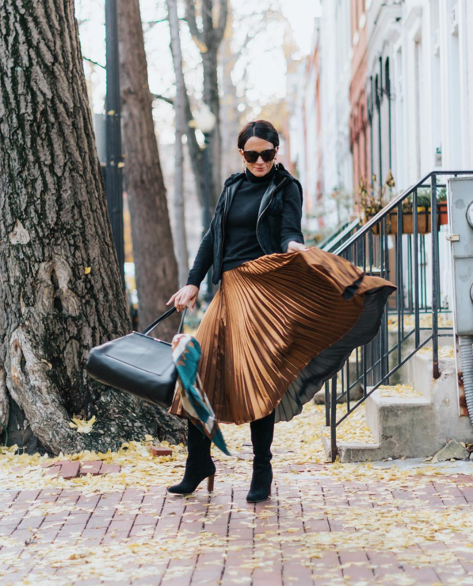 That said, winter is no reason to abandon your skirts - especially when they're this eye-catching. (Image via @simplysylviadc)