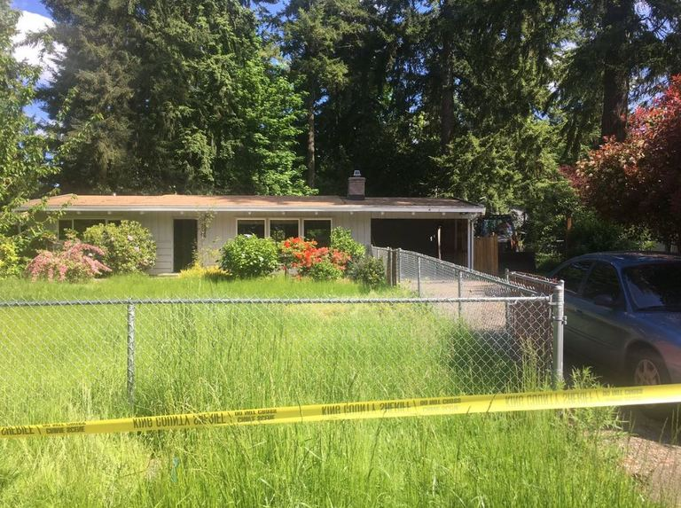 Deputies search back yard of Kenmore home for missing woman, Thursday, May 25th 2017. (KOMO Photo)