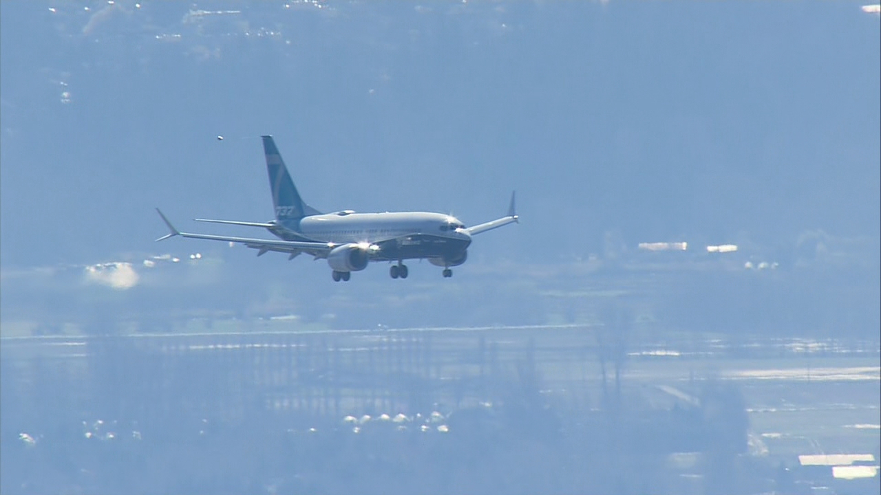 The first flight of Boeing's New 737 MAX 7 lands at Boeing Field in Seattle. (KOMO Photo)