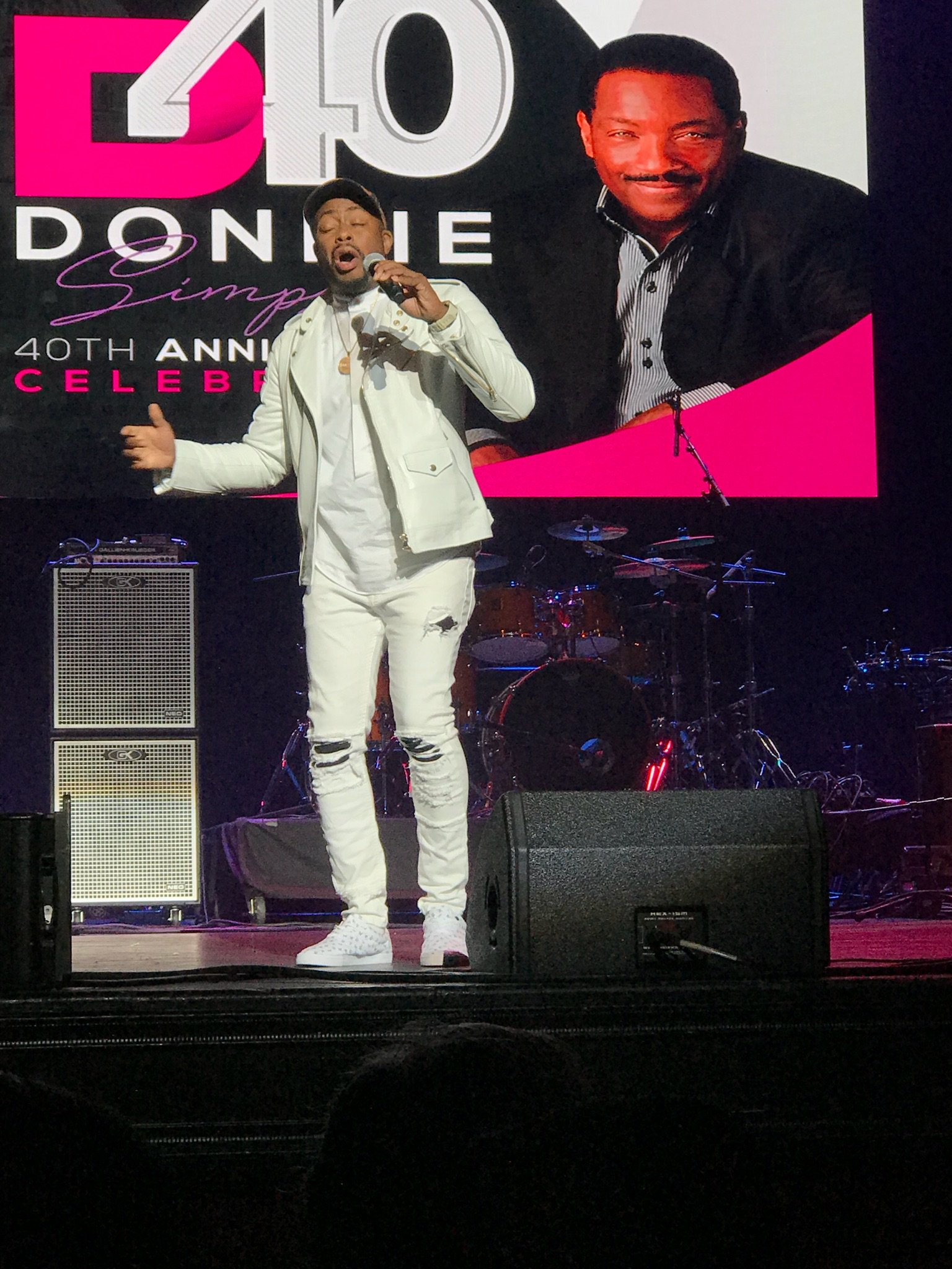 DCs own Raheem Devaughn celebrates Donnie Simpson for 40 year anniversary event, Sunday, Oct. 22, 2017 (Julie Wright/ABC7)<p></p>