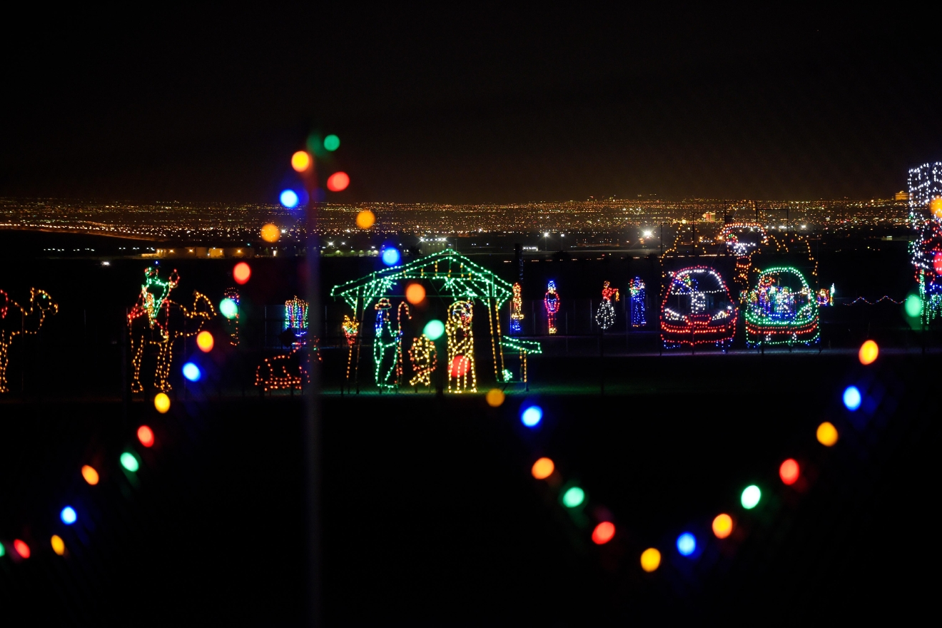 Gallery glittering lights at the las vegas motor for Motor speedway las vegas christmas lights