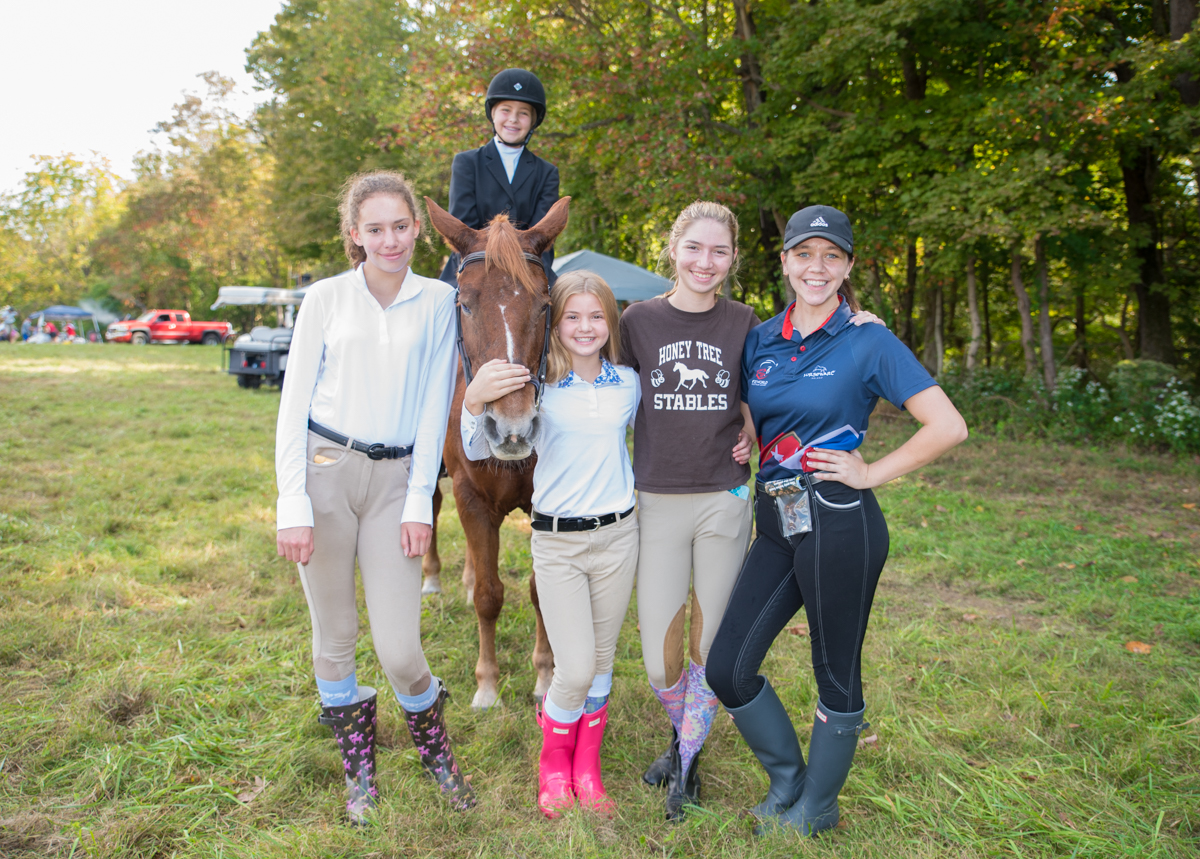 Briana Ancalmo, Juliana Vogelgesang with Sky, Lucy Rewwer, Isabella Kacachos, and Alexandra Hodson at the Camargo Hunter Trials (10.6.18) / Image: Sherry Lachelle Photography // Published: 10.31.18