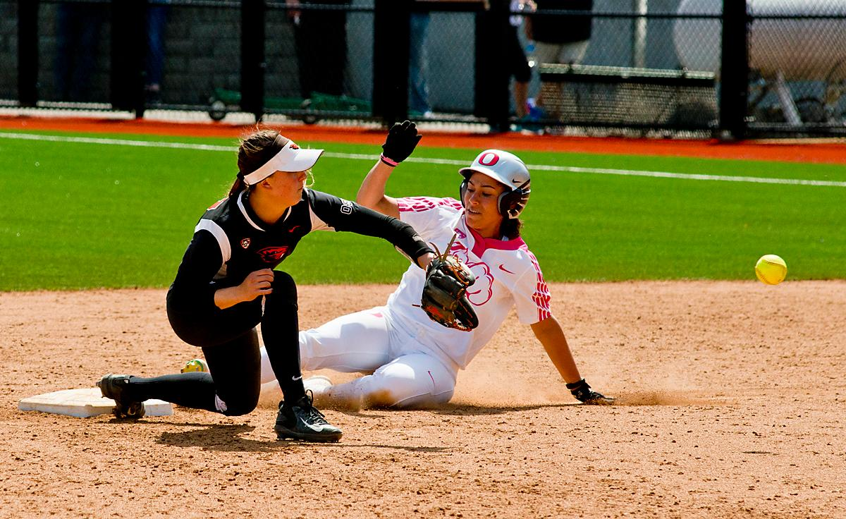 Oregon Ducks Mia Camuso (#7) beats the throw to second. The Oregon Ducks defeated the Oregon State Beavers 7-2 in game two of the three-game Civil War series at Jane Sanders Stadium on Saturday. The final game of the series will be on Sunday at 3:00 p.m. at Jane Sanders Stadium. Photo by Dan Morrison, Oregon News Lab