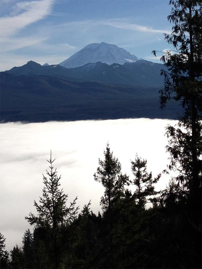 Afternoon hike above the fog - (Photo: YouNews contributor: JHiker)
