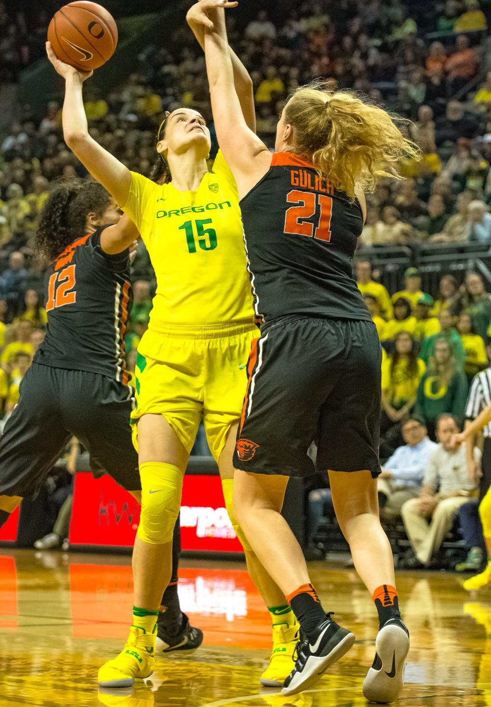 Oregon Ducks Forward Jacinta Vadenberg (#15) shoots over Oregon State Center Marie Gulich (#21) for two points. Oregon Ducks lost 40-43 to Oregon State Beavers in a tightly matched fourth quarter. Photo by Jonathan Booker, Oregon News Lab