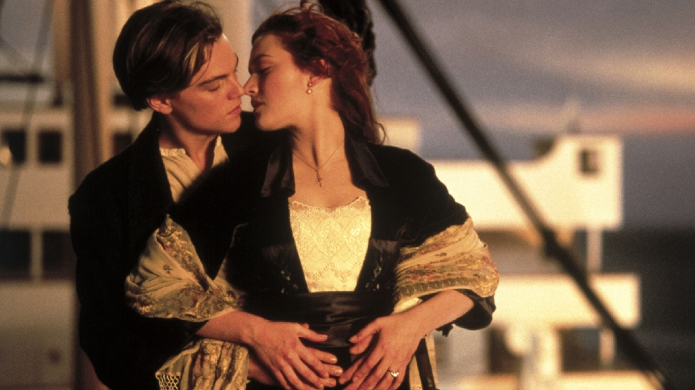 'Titanic' kiss crowned best-ever movie embrace