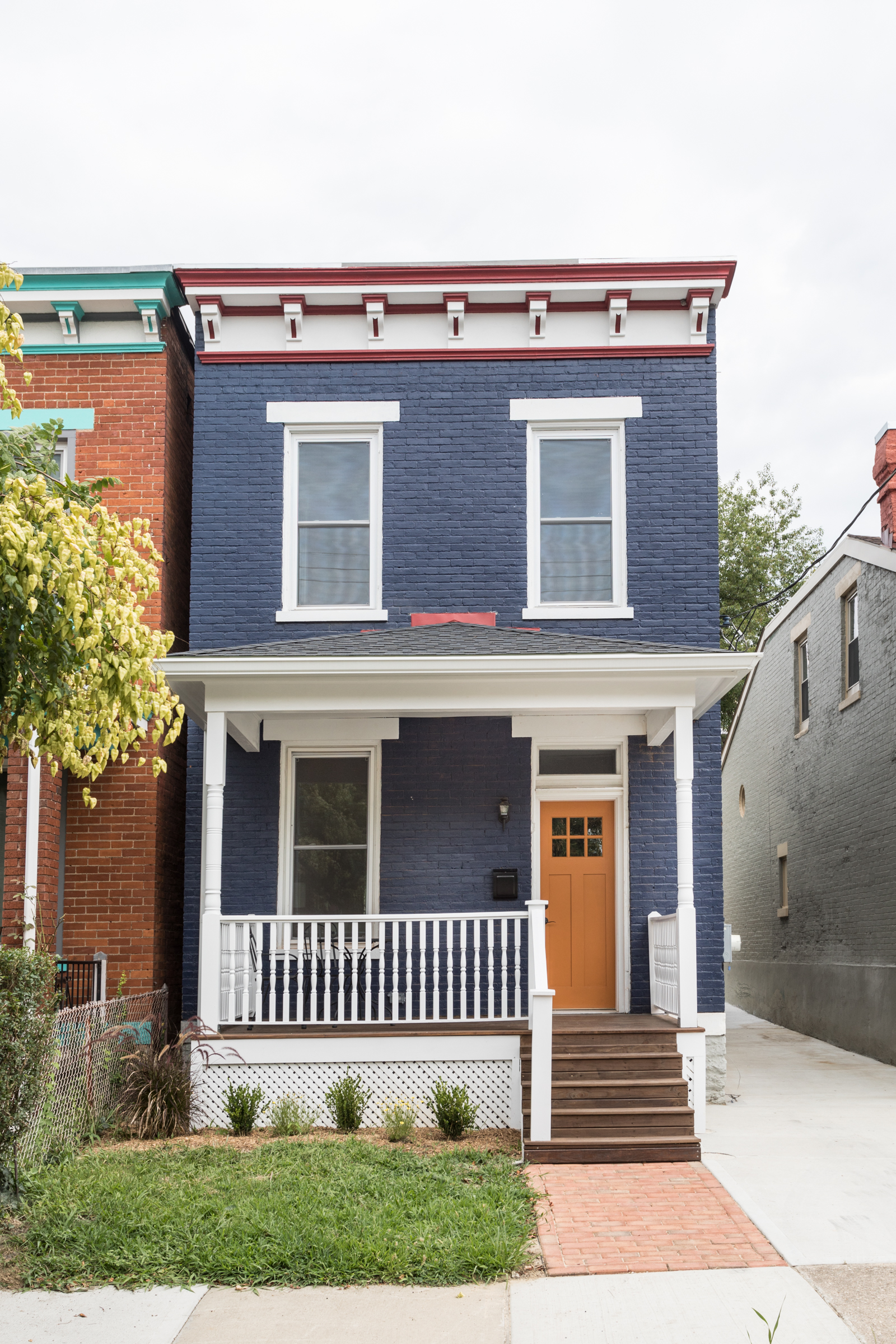 1728 Hanfield Street is a 3-bedroom, 2-bathroom home in Northside. Amy Danner and Frank Melendez bought the house in September 2015 and started renovating in May 2016. They completed the project, which included an addition to the back end of the house and a complete overhaul to the interior (i.e. new HVAC, electric, and plumbing) in July. The house was staged by Jennifer Miller of Finishing Touch Staging & Design. / Image: Alias Imaging // Published: 8.10.17