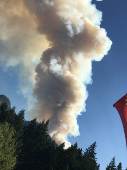 Fire ravages Eagle Creek area in the Columbia River Gorge (Photo: Zoey Zapfe)