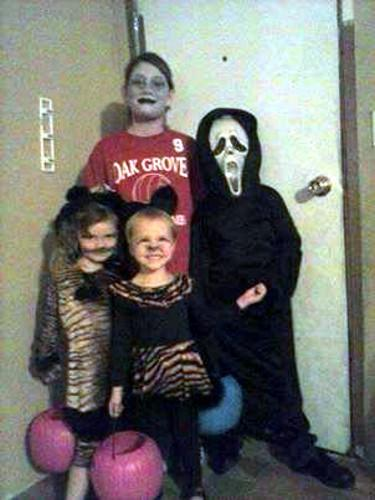 Makenna, Hunter, Maddie and Sydney are ready to trick or treat!