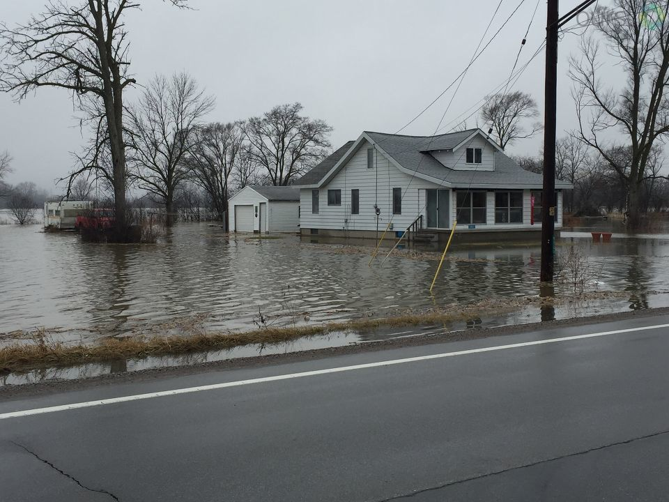 Houses were surrounded by water along M-13 in Spaulding Township.{&amp;nbsp;}{&amp;nbsp;}<p></p>