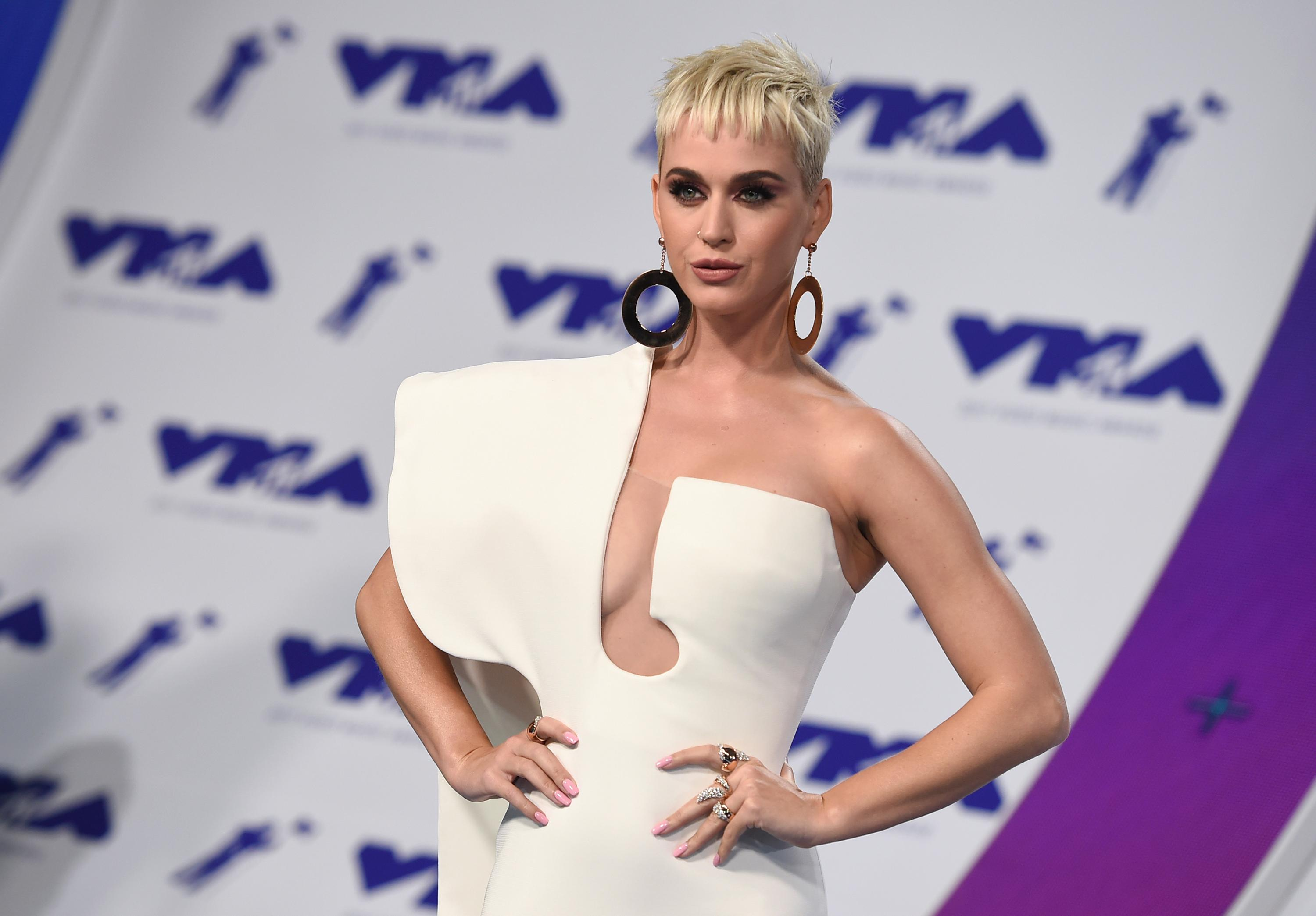 Katy Perry arrives at the MTV Video Music Awards at The Forum on Sunday, Aug. 27, 2017, in Inglewood, Calif. (Photo by Jordan Strauss/Invision/AP)