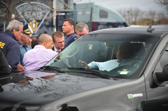 Boston Mayor Menino is briefed by State Police Col. Timothy Alben, Governor Patrick, FBI Special Agent Richard DeLauriers, and BPD Superintendent Ed Davis.