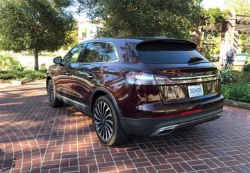 PHOTO GALLERY: 2019 Lincoln Nautilus