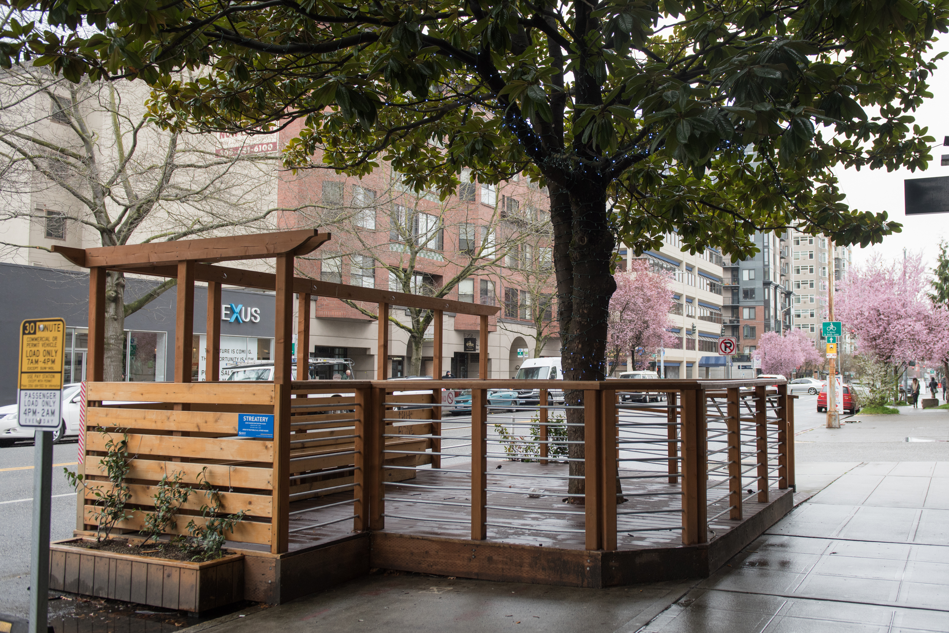 Some Random Bar Streatery: Another streatery can be found at 2604 1st Ave in Belltown outside Some Random Bar.  (Image: Natalia Dotto)