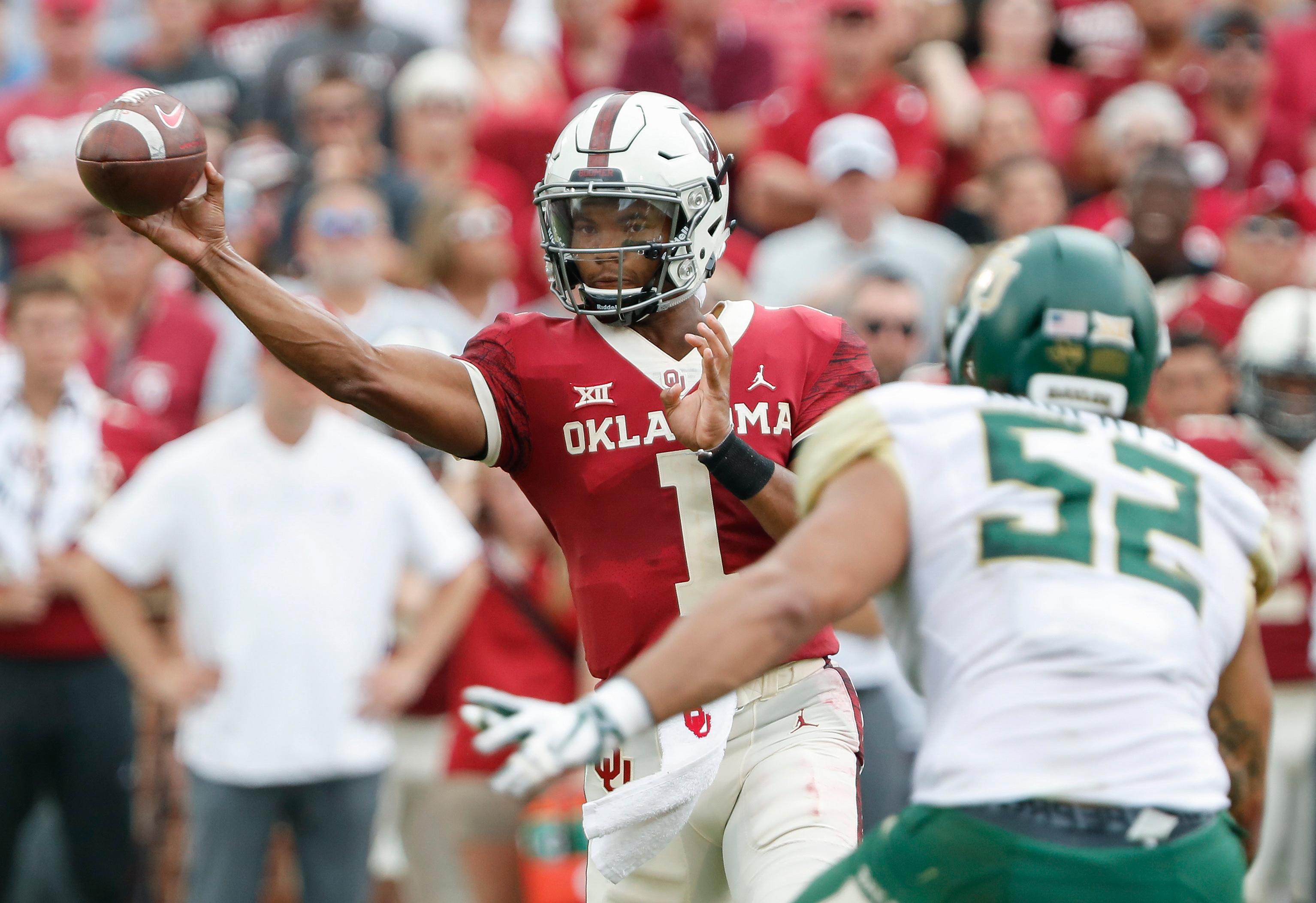 Oklahoma quarterback Kyler Murray (1) passes against Baylor in the first half of an NCAA college football game in Norman, Okla., Saturday, Sept. 29, 2018. (AP Photo/Alonzo Adams)