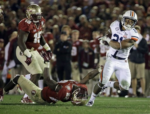 Auburn's Tre Mason (21) gets past Florida State's Telvin Smith during the second half of the NCAA BCS National Championship college football game Monday, Jan. 6, 2014, in Pasadena, Calif.
