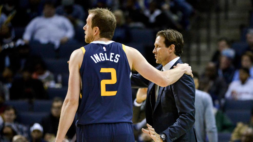 Utah Jazz head coach Quin Snyder talks with forward Joe Ingles (2) in the  second half of an NBA basketball game against the Memphis Grizzlies Monday,  Nov.