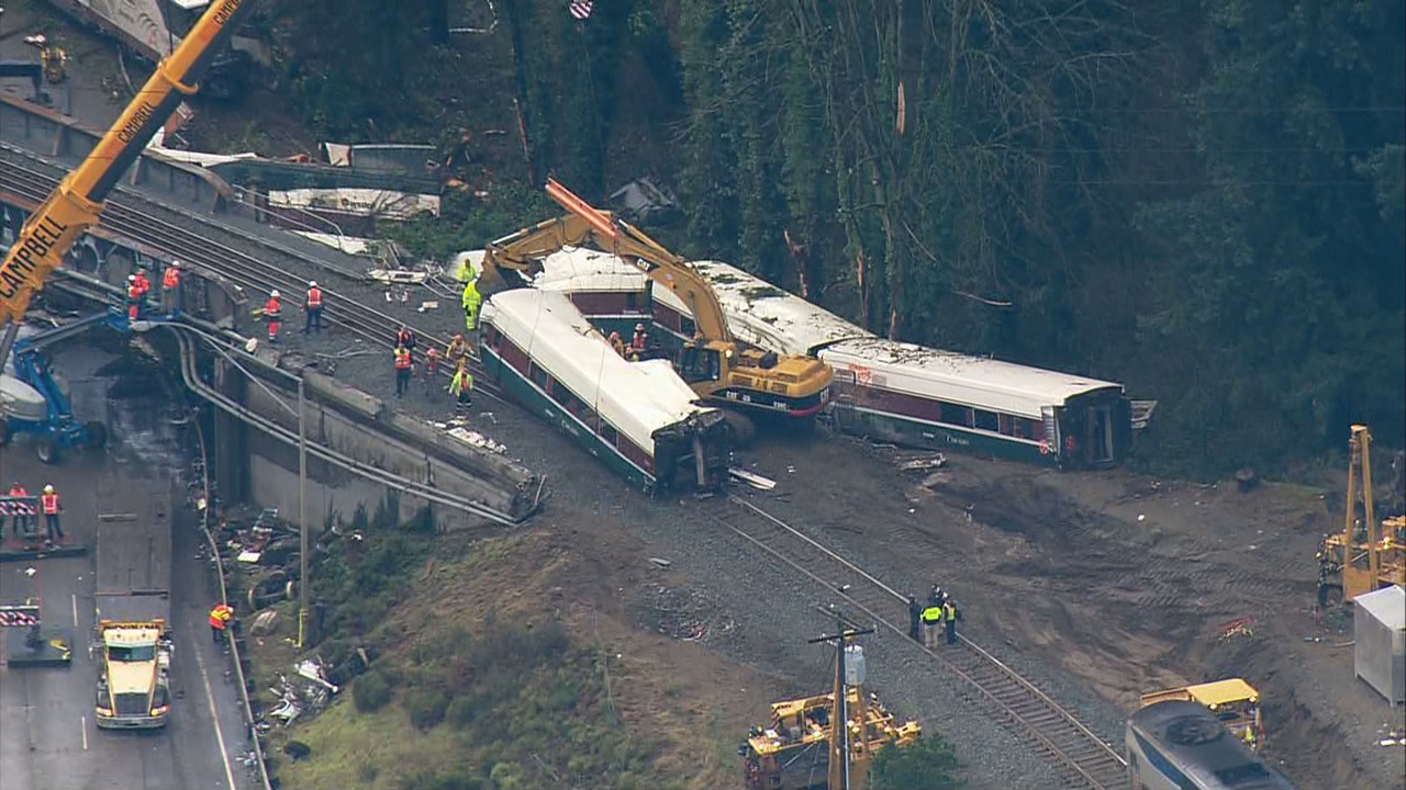 Crews work to remove the wreckage of a derailed Amtrak train (Photo: KOMO News/Air 4)