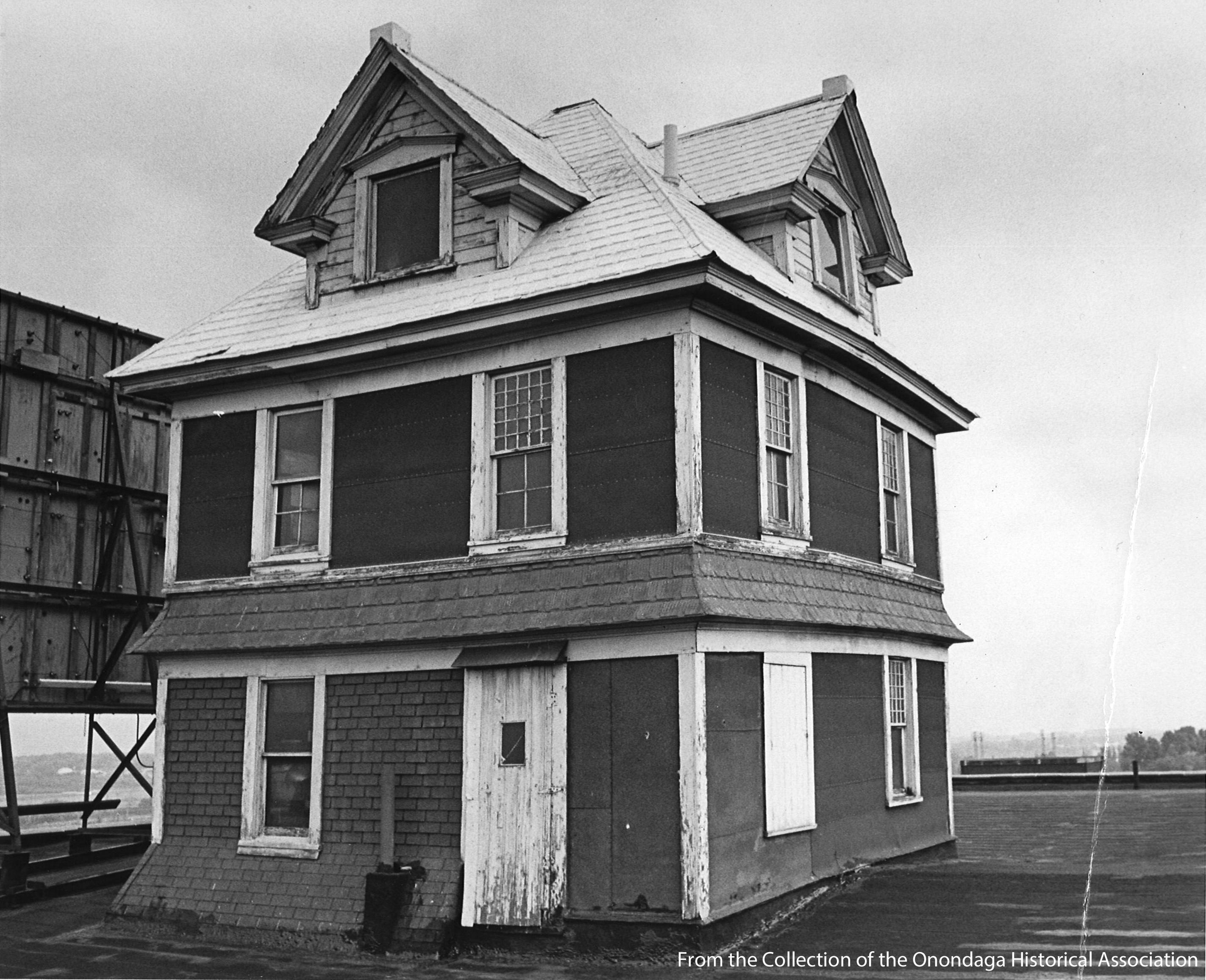 While the structure on the roof may have looked like a cozy place to stay, in 1937 the daughter of the man who built the building, said it was simply put there as a gimmick{&amp;nbsp;}to attract attention to the business.{&amp;nbsp;} (Onondaga Historical Association)<p></p>